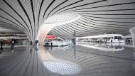 """Der letzte Woche eröffnete Flughafen in Peking-Daxing ist der größte der Welt. Von nun an, schreibt Parag Khanna in seinem neuen Buch, müssen die Westler die Asiaten überzeugen, """"wie wichtig der Westen für sie ist, und nicht umgekehrt"""""""