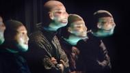Wer ist wer? Am Staatstheater Darmstadt arbeiten Schauspieler und Tänzer zusammen am Phänomen Gesicht.