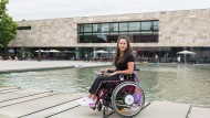 Hilfreicher Begleiter: Studentin Ena-Sara Ramusovic kämpft um einen Assistenzhund.