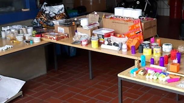 Jugendlicher mit mehreren Kilogramm selbstgebauter Knaller erwischt