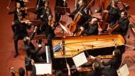 Zupackend: Lars Vog am Klavier und Mitglieder des Mahler Chamber Orchestra