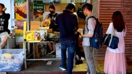 Wie eine Sozialarbeiterin Spenden für Demonstranten sammelt