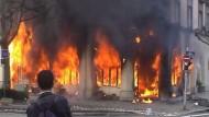 Militante Proteste gegen den Nato-Gipfel