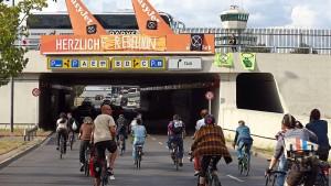 Proteste am Flughafen Tegel