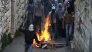Tausende Palästinenser protestieren gegen israelische Angriffe