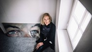 Manchmal kommt ein Mensch nicht wieder: Petra Flachsenberg hat die Augen ihres verstorbenen Sohns gemalt. Vieles im Leben fällt ihr leicht, den Tod aber bekommt sie nicht zu fassen.