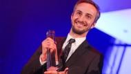 Im Januar bekam Jan Böhmermann den Deutschen Fernsehpreis. Da konnte er noch guter Dinge sein. Der Verleihung des Grimme-Preises will er jetzt lieber fernbleiben.
