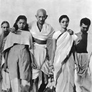 Mahatma Gandhi mit seinen Anhängern beim berühmten Salzmarsch im Frühjahr 1930.