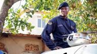 Chris Nsamba, 28, leitet das African Space Research Program. Bald soll eine Maus ins All geschossen werden. Und dann: ein Mensch.