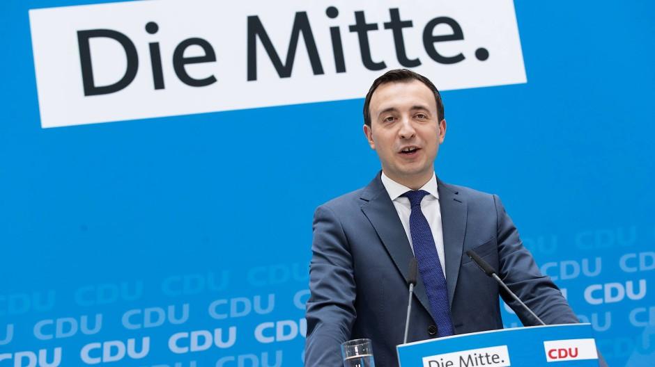 Fühlt sich alleine im Adenauer-Haus ganz wohl: Generalsekretär Paul Ziemiak.