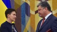 Nadja Sawtschenko und der ukrainische Präsident Petro Poroschenko