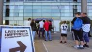 In Hamburg können sich Menschen ohne einen Termin im Volksparkstadion impfen lassen.
