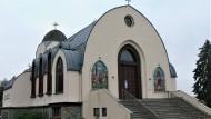 Die Mosaike des Portals geben eine Ahnung von den motivischen und architektonischen Anlehnungen an die Bibel im Inneren der koptischen Kirche.