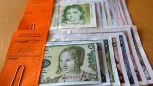 Deutsche horten noch immer fast 13 Milliarden D-Mark