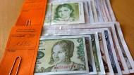 In deutschen Haushalten liegt noch immer ein Vermögen an D-Mark.