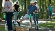 In Eschborn übten Nutzer den Umgang mit E-Scootern.