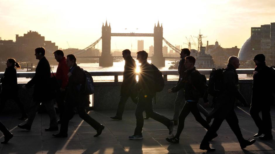Auf dem Weg zur Arbeit: Die von manchen prognostizierten hohen Arbeitsplatz-Verluste im Londoner Finanzsektor blieben aus.