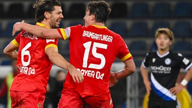 Leverkusen siegt trotz Slapstick vom eigenen Torwart