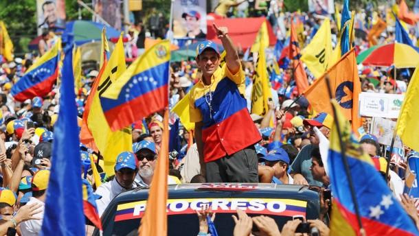 Hunderttausende protestieren gegen Chávez