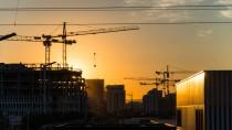 In Städten wie Frankfurt am Main boomt der Bau - davon können auch Privatanleger profitieren.