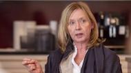"""""""Man schielt mit begierigem Auge danach, Bürger überwachen zu können"""", meint Diana Nocker."""