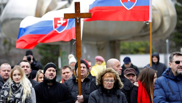 In der Slowakei streiten vor der Wahl die Christen