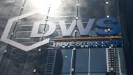 Verwaltetes Vermögen steigt, doch der Gewinn schrumpft: Zentrale der Fondsgesellschaft DWS in Frankfurt