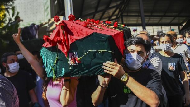 Inhaftierte türkische Anwältin stirbt an Hungerstreik