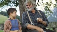 Seinem Enkel Robert (Kieran Lux) ist der alte Stockinger (Peter Simonischek) ein liebevoller Großvater. Aber das ist nur ein Teil der Geschichte.