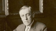 Sein Ruf nach Frieden fand wenig Gehör: Präsident Wilson, hier an seinem Schreibtisch im Weißen Haus. Undatierte Aufnahme.