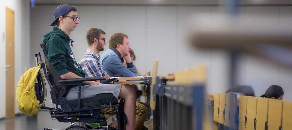 Ongebruikt Student meistert Alltag trotz Behinderung OY-05