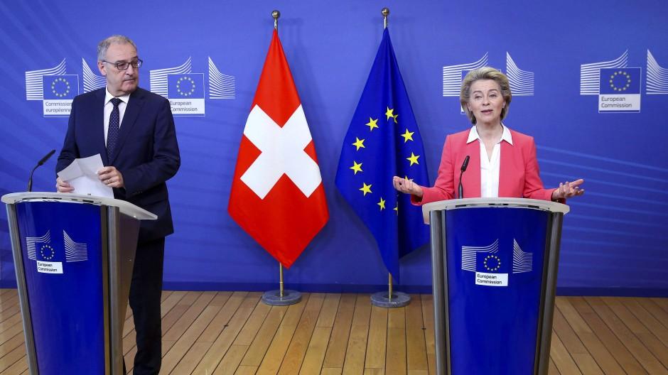 Verlangte Änderungen im Rahmenvertrag: Der Schweizer Bundespräsident Guy Parmelin Ende April mit EU-Kommissionspräsidentin Ursula von der Leyen in Brüssel