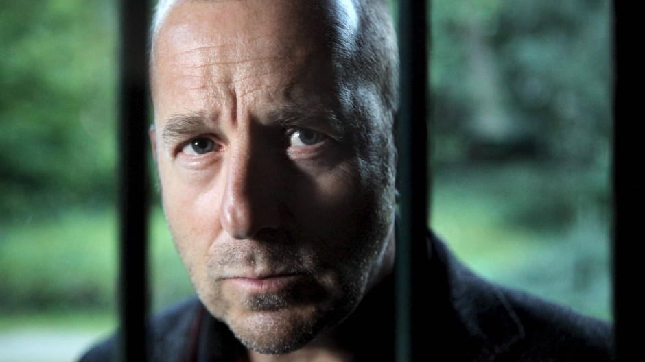 Gitter hindern ihn nicht: Richard Brock (Heino Ferch) blickt ins Innerste der seelischen Bramen