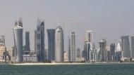 Die Konferenz der Ölförderländer in Doha wirft ihre Schatten voraus: Am Dienstag hatte der Ölpreis den höchsten Stand des Jahres erreicht.
