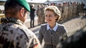 Von der Leyen will mehr Soldaten nach Afghanistan schicken