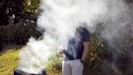 Grillen kann ein Genuss für den Gaumen sein, doch ist ein Graus für die Lunge.