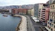 Leere Uferstraße: Während in Neapel Ausgangssperren verhängt werden, wird die Mafia immer stärker.