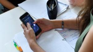 Kein generelles Handyverbot an Schulen