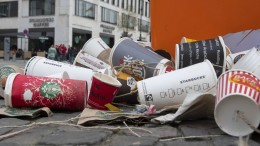 Schüler sammeln freiwillig Müll auf Frankfurts Straßen