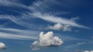 Manche Wolken sehen aus wie Schäfchen, andere wie Pinselstriche. Aber keine von ihnen fällt herunter.