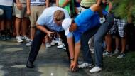 Ball in der Pfütze – was nun? Jordan Spieth steckt bei der PGA Championship in der Patsche.