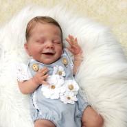 Auf den ersten Blick sehr echt: Reborn-Babys haben Flaum auf dem Kopf, Äderchen am Körper und Speckröllchen an den Beinen.