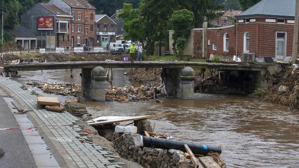 Überschwemmungen in Belgien und London