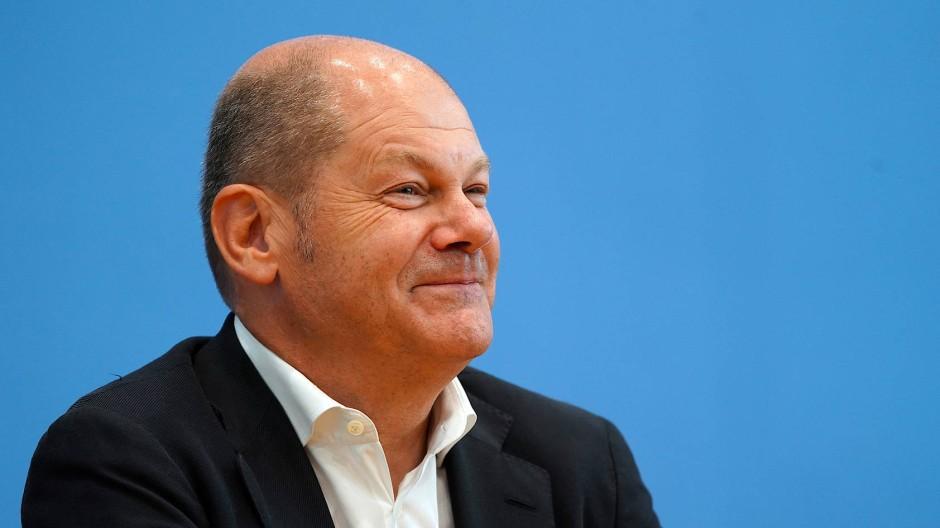 Finanzminister Scholz will den Soli zurückschrauben. Aber nicht für Sparer.