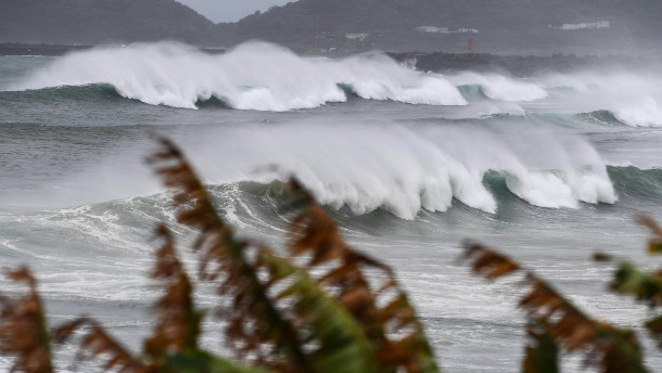 Taifun rast auf Japan zu