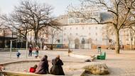 Ein Ort für Eltern und Kinder: Spielplatz vor dem Glauburgbunker in Frankfurt