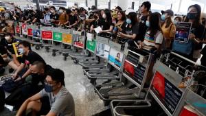 Flugbetrieb in Hongkong wieder eingestellt