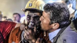 Rettungsarbeiten in Soma dauern an