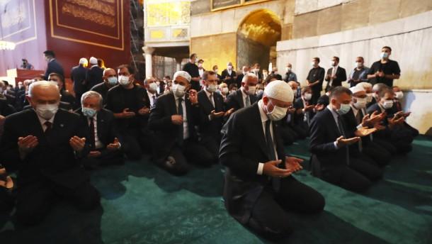 Erdogan wohnt Freitagsgebet in der Hagia Sophia bei