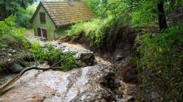 Erdrutsch nach starkem Regen